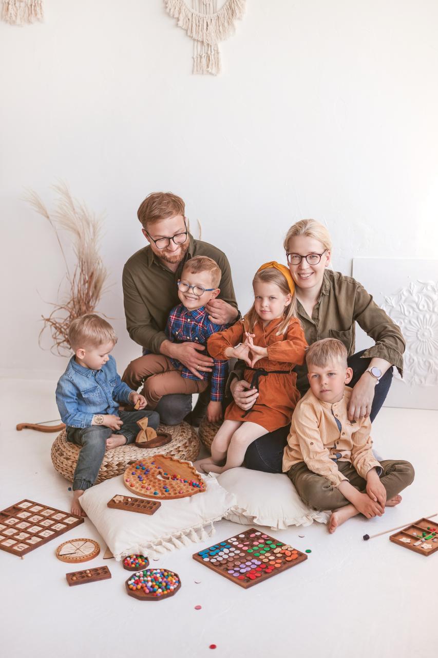 Woodinout Montessori toys team