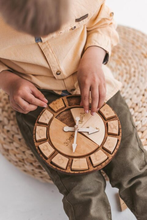 Learn telling the time for kids with this super cool wooden clock